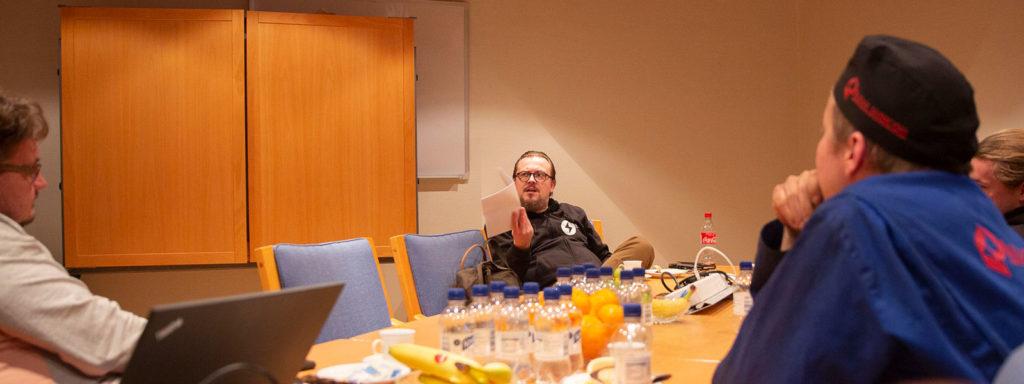 Tuomas Kylänpää KPA Uniconilla haastattelemassa
